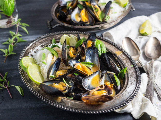 Mussels With Thai Red Curry Broth and Rice Noodles
